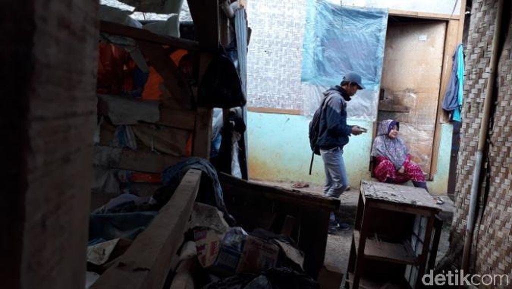 Satu Keluarga di Cibiru Bandung Tinggal di Bekas Area Peternakan Domba