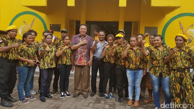 Irjen Paulus Waterpauw mendaftar jadi bakal calon Gubernur Papua.
