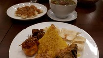 Balakenam Dapoer Rakjat: Mencicip Asam-Asam Iga dan Nasi Kuning Tumpeng Mini