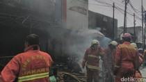 Api di Gudang Kain di Kebayoran Lama Berhasil Dipadamkan