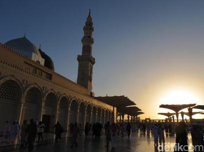 Masya Allah! Indahnya Sunrise di Masjid Nabawi