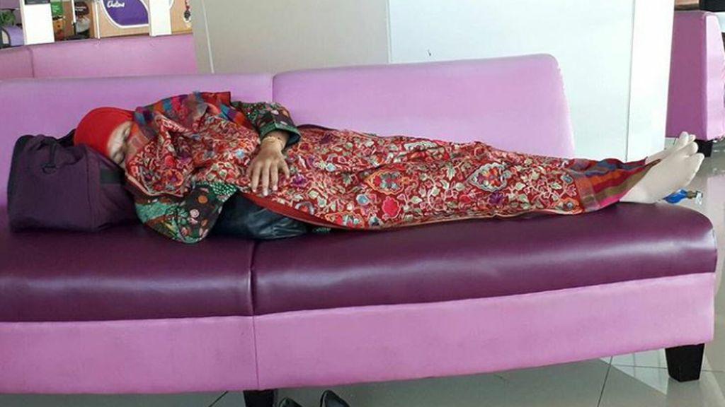 Tren Foto Pejabat Tidur Jadi Viral, Pekerja Keras atau Hipersomnia?