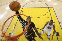 Aksi LeBron James di gim kelima Final NBA 2017