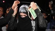 Saat Firza Husein Bersaksi di Balik Cadar soal Habib Rizieq