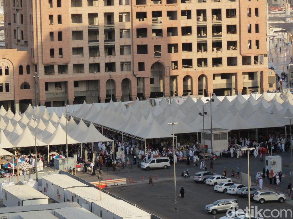 Foto: Pasar di samping Masjid Nabawi (Fitraya/detikTravel)