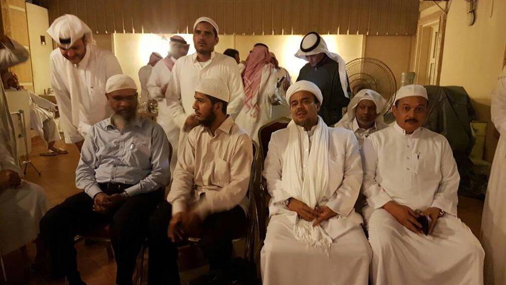 Bertemu di Saudi, Ini yang Dibahas Habib Rizieq dengan Zakir Naik