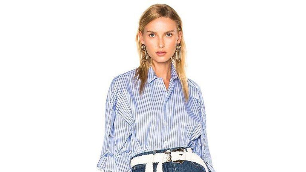 Celana Jeans yang Bisa Ekspos Bagian Intim Ini Dijual Rp 7,5 Juta