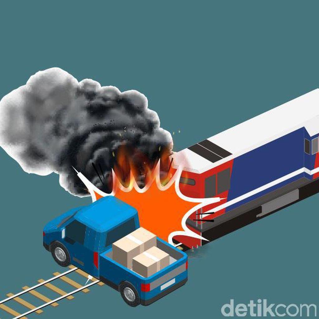 Tabrakan Maut Kereta Api Vs Mobil di Senen