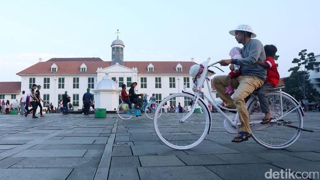 Ngabuburit Asyik di Kota Tua Jakarta