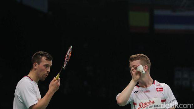 Kim Astrup/Anders Skaarup Rasmussen dari denmark menyingkirkan Kevin Sanjaya Sukamuljo/Marcus Fernaldi Gideon di babak pertama Indonesia Open 2017.