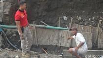Pekerja Pembangunan Jembatan di Pare Kediri Temukan Granat