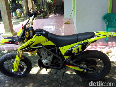 Si Kuning Kawasaki D-Tracker yang Menawan
