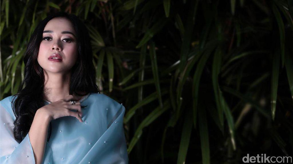 Cerita tentang Keterlibatan Aura Kasih di Film Keluarga Tak Kasat Mata
