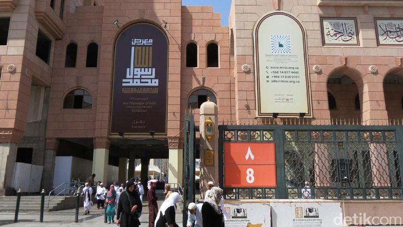 Jika traveler yang pergi haji atau umroh berkunjung ke Masjid Nabawi, tentunya bisa berziarah ke makam Nabi Muhammad SAW. Jangan lupa mampir ke Museum Nabi Muhammad (Fitraya/detikTravel)
