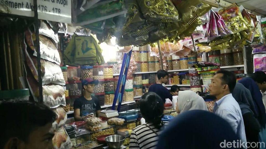 Berburu Kue Kering Lebaran Mulai Rp 50.000/Kg di Pasar Jatinegara
