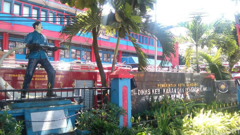 Dinas Kebakaran Bandung Imbau Warga Ganti Lampu Rumah Sebelum Mudik
