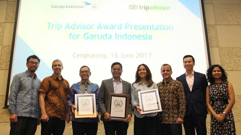 Dirut Garuda Indonesia, Pahala N Mansury beserta Vice President Flights TripAdvisor dan segenap staff  (dok Garuda Indonesia)