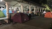 Iktikaf di Masjid PT DI, Jemaah Meluber hingga Gelar Tenda Kemah