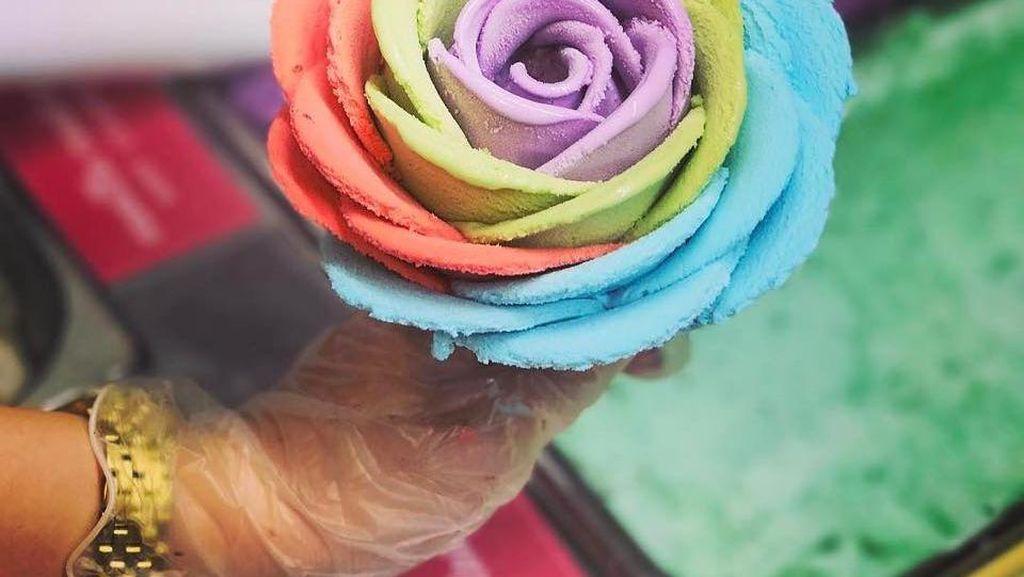 Imut Menggemaskan, Es Krim Bentuk Bunga Mawar dengan Aneka Warna