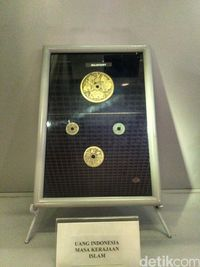 Keempat koin era Majapahit koleksi Museum Nasional.