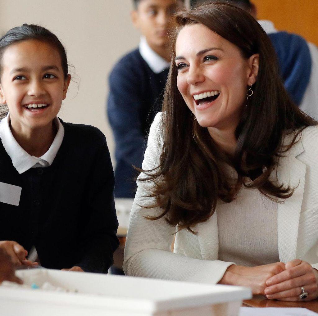 Rahasia Kulit Kate Middleton Bebas Jerawat: Hanya Pakai Handuk