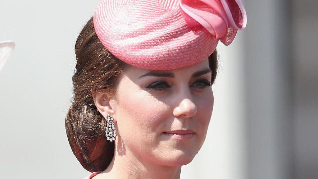 Foto: Cantiknya Kate Middleton Pakai Gaun Pink Naik Kereta Kuda
