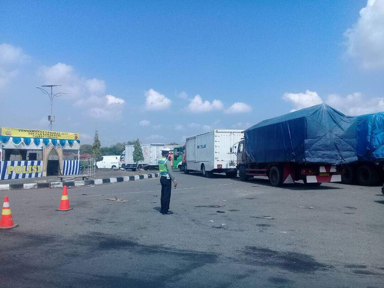 Kendaraan Pengangkut Barang Dominasi Jalur Mudik Cirebon