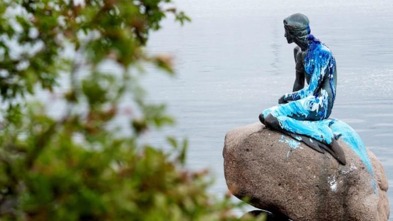 Patung putri duyung Denmark yang jadi korban tindak vandalisme (KobenhavnsPoliti/Twitter)