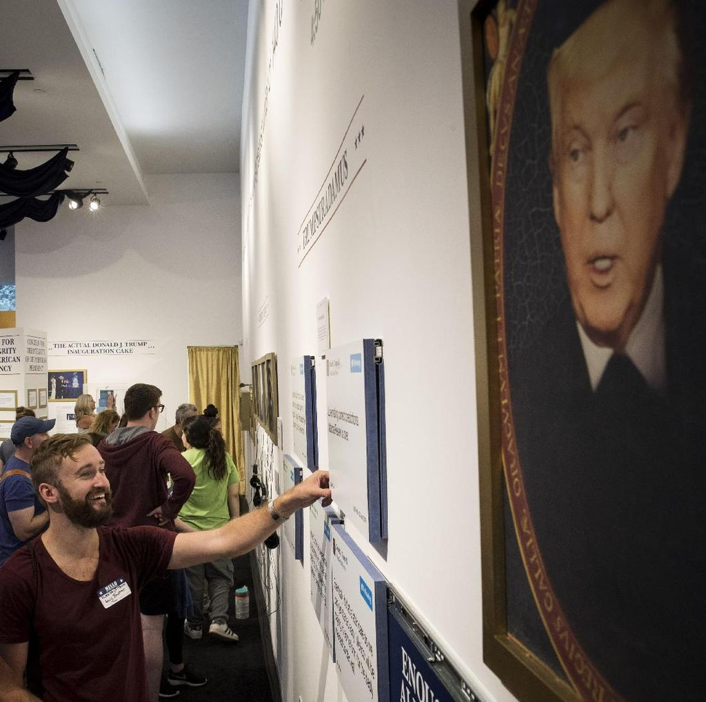 Kicauan Donald Trump di Twitter Dipajang Bak Karya Seni