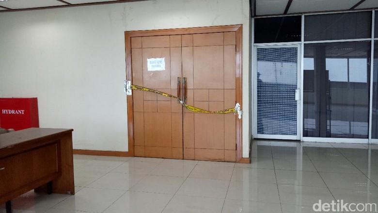 Ruangan yang Terbakar di Gedung DPR Masih Digaris Polisi