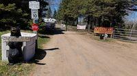 Pengunjung diperbolehkan untuk melepaskan pakaian (Two Creeks Campground/Facebook)