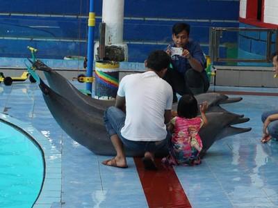 Potret Lumba-lumba Lucu Saat Mudik Lebaran ke Kendal