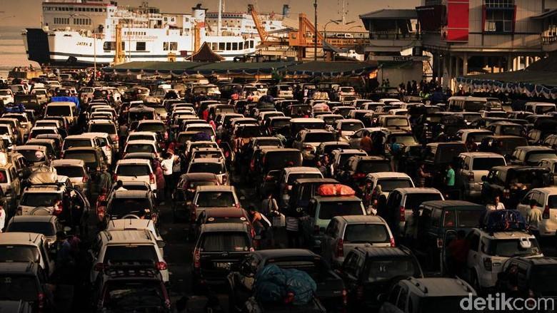 Traffic Update: Pelabuhan Merak Mulai Dipadati Pemudik