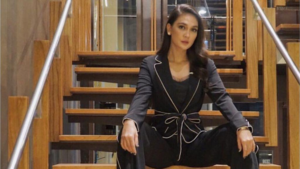 Gaya Fashion Andalan Luna Maya Hingga Raisa Menurut Stylist Mereka