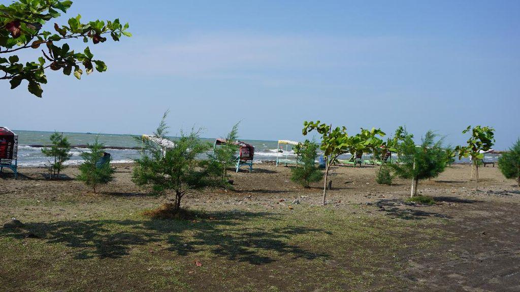 Leha-leha Habis Salat Ied, Pantai Sigandu Batang Bisa Jadi Pilihannya!