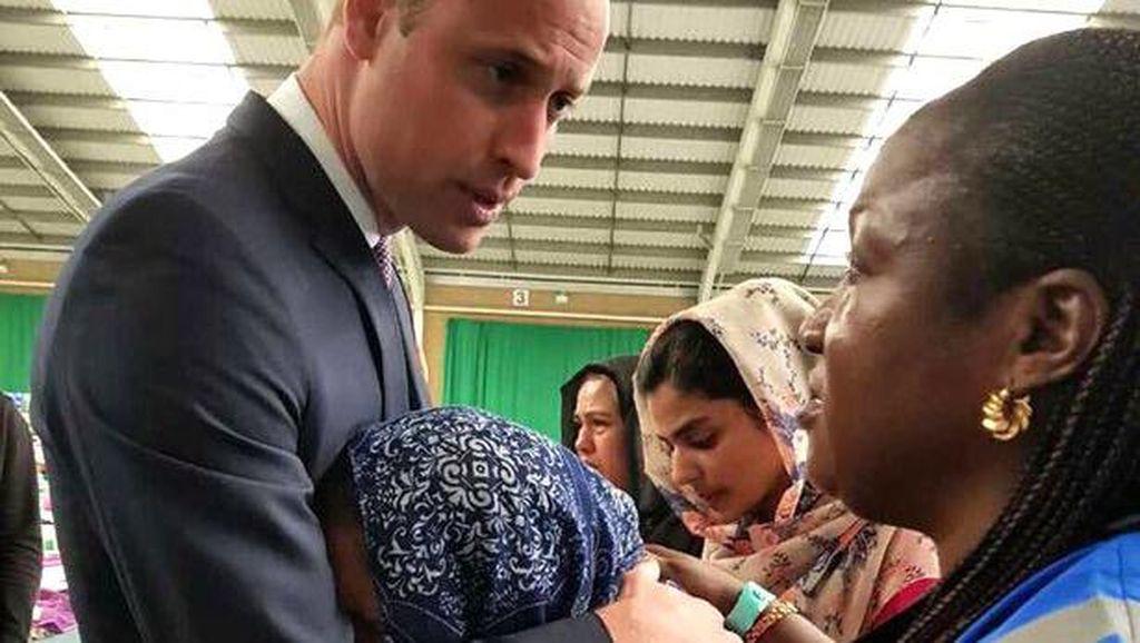 Abaikan Aturan, Pangeran William Empati dan Peluk Korban Apartemen London