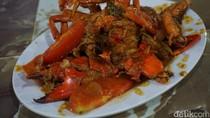 Seafood 45: Huah! Disengat Pedasnya Kepiting Saus Padang
