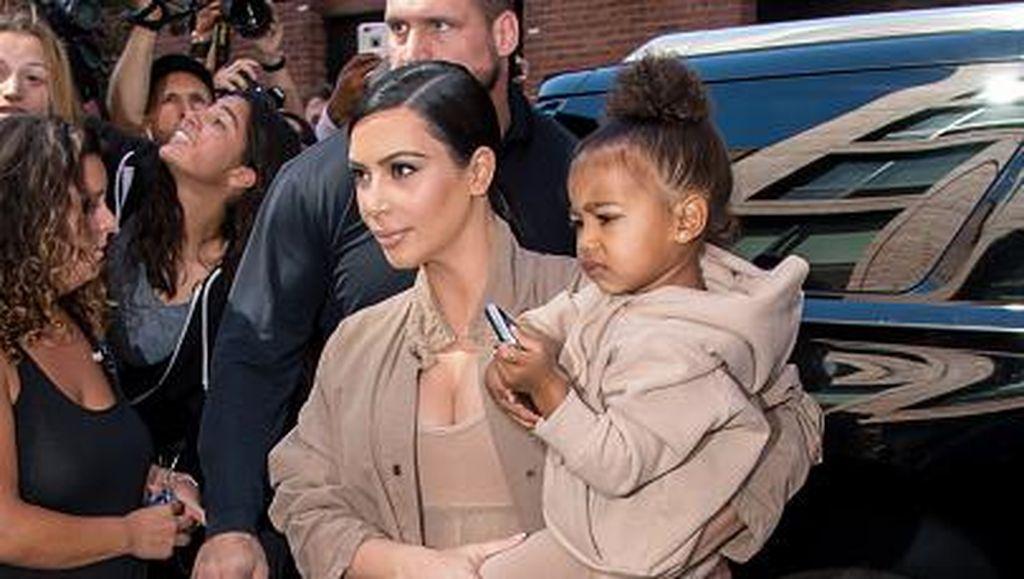 5 Pasangan Ibu dan Anak Selebriti Stylish Berbaju Senada