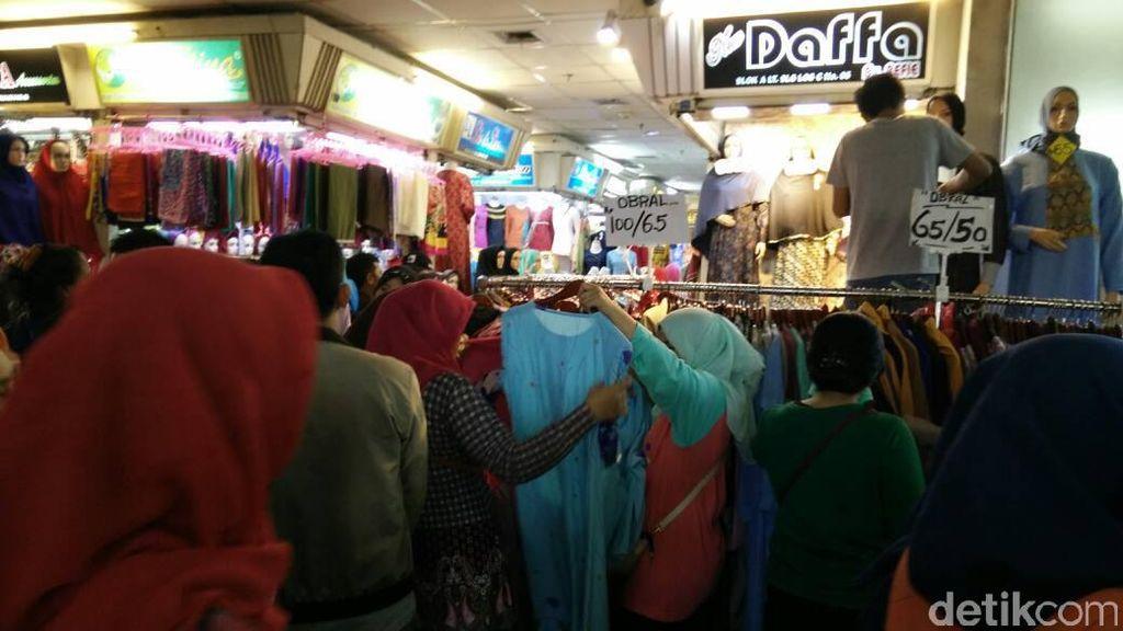 Punya Duit Rp 65.000 Bisa Beli Baju Lebaran di Tanah Abang