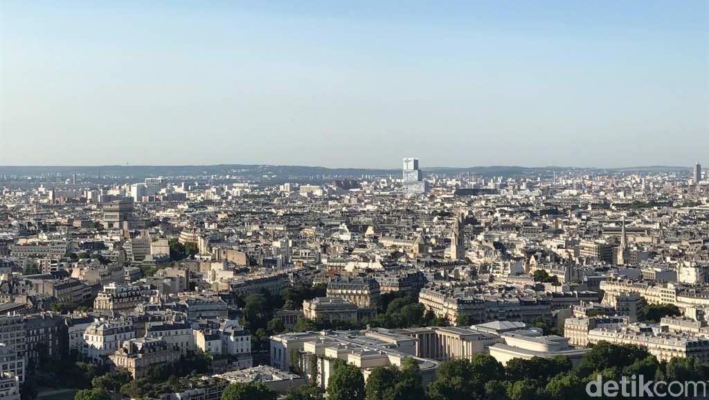 Ada Teror di Champs-Elysees, Wisatawan di Menara Eiffel Tak Panik