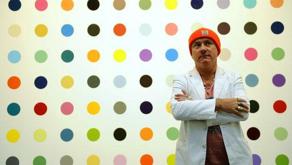 Tiga Pria Didakwa Jual Karya Damien Hirst Secara Ilegal