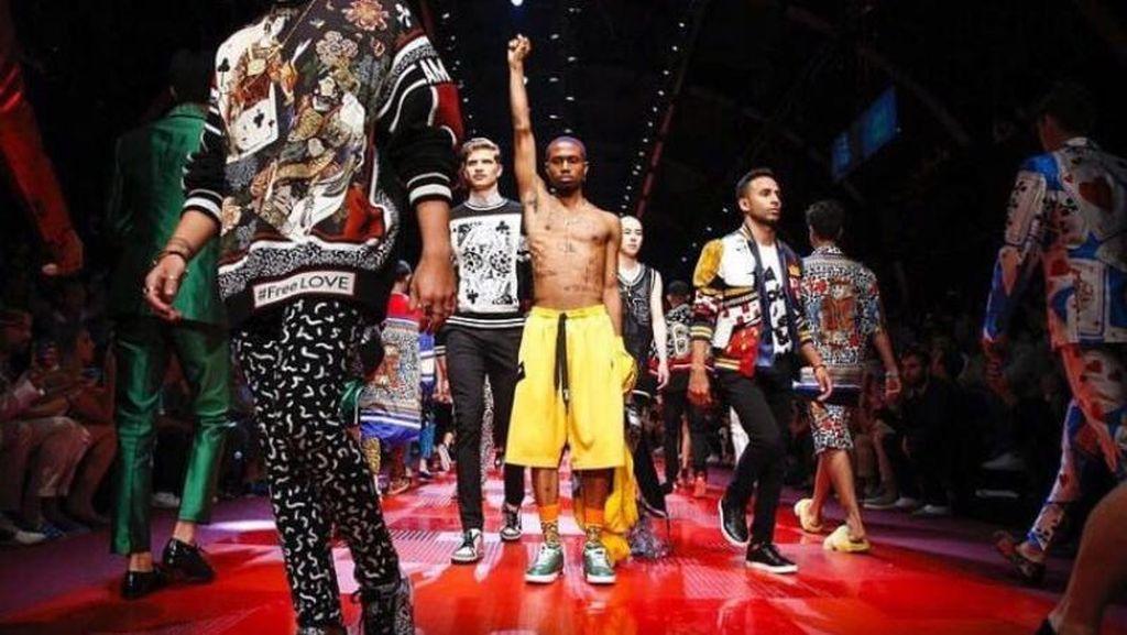 Dukung Trump, Dolce & Gabbana Diprotes Modelnya Sendiri di Catwalk