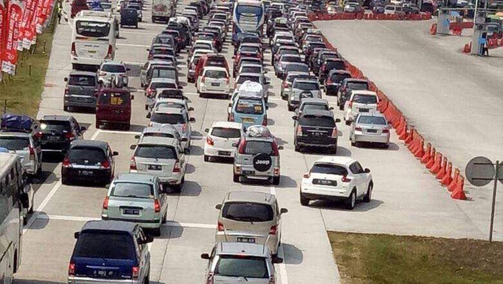 Kemacetan di Rest Area Tol Cipali Mengular Hingga 12 Km