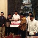 Sejumlah Tokoh Hadiri Pembagian Zakat dari Keuntungan Bank Mega Syariah