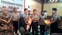Bantuan Kaki Palsu Kapolda Jatim Ringankan Beban Djoko dan Dwiniarto