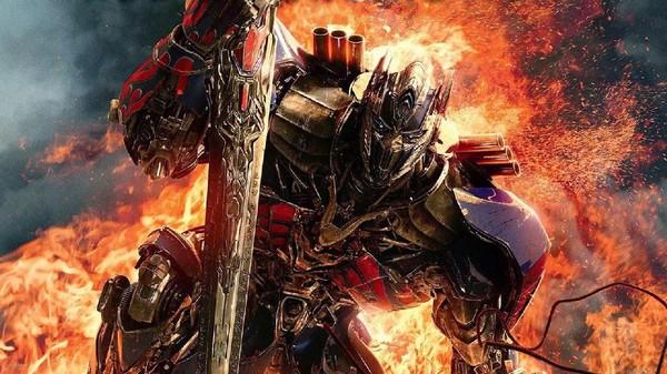 Isabela Moner Berlari Lebih Cepat Dari Ledakan di Transformers