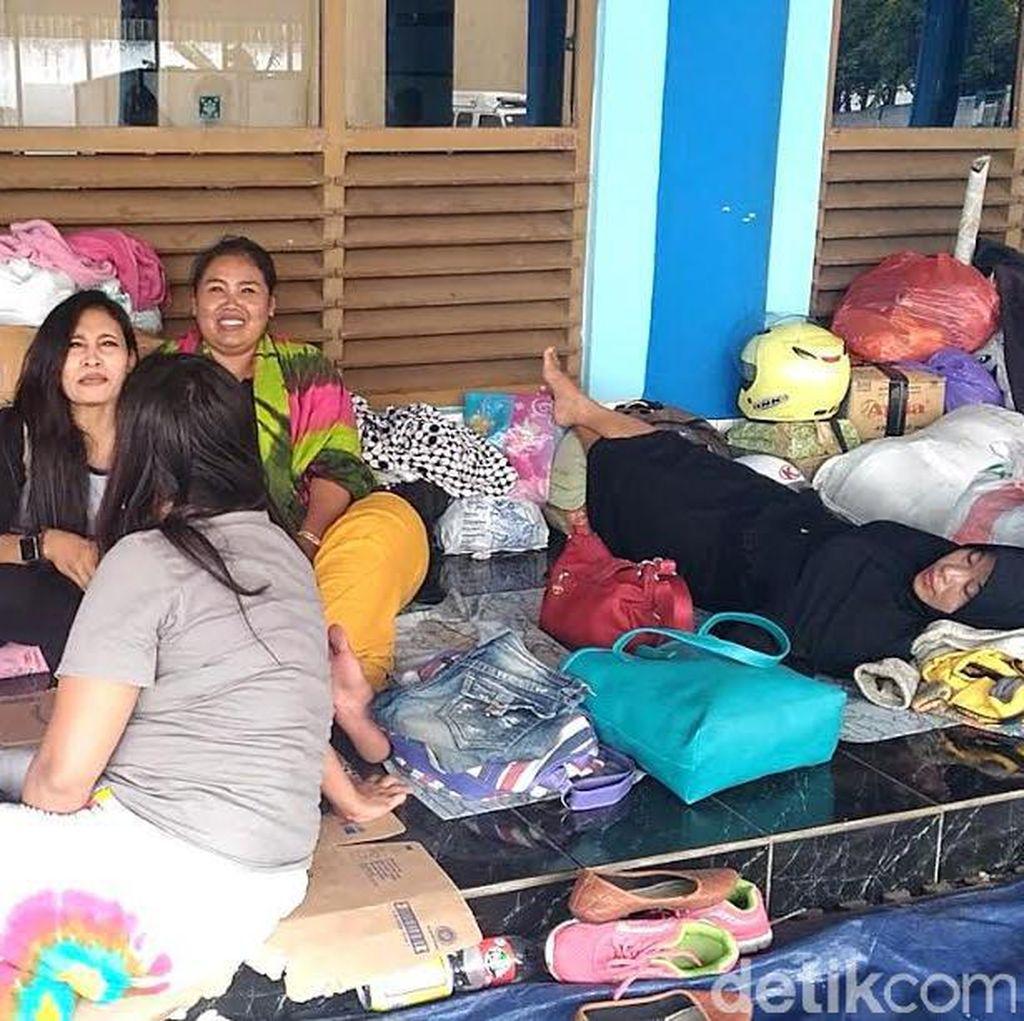 Pemudik Tujuan Sapeken Terlantar di Pelabuhan Tanjungwangi