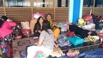 Terlantar di Pelabuhan Tanjungwangi, Pemudik Mulai Keluhkan Sakit
