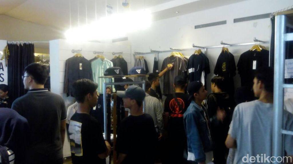 Jelang Lebaran, Kawasan Distro dan FO Bandung Diserbu Pembeli