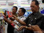 Petugas Masih Temukan Mi Mengandung Babi di Minimarket Brebes